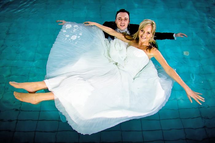 zdjęcia slubne w basenie