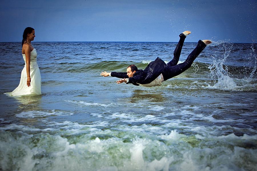 skok-do-wody-plener-nad-morzem